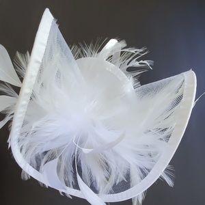 Wedding headpiece white